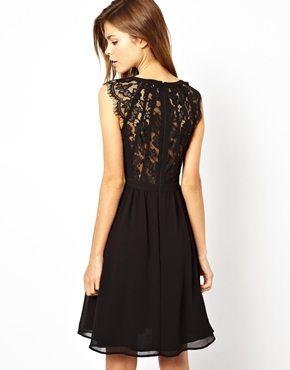 Petite robe noire en dentelle